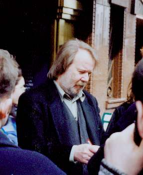 Benny giving autographs in London, April 5th, 1999