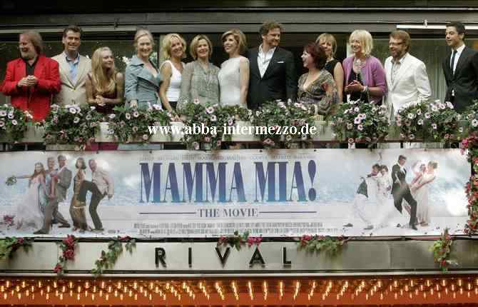 The ABBA members with the cast - © Aftonbladet